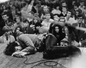 Jim-Morrison-laying-on-the-stage-during-a-1968-concert-for-The-Doors..jpg
