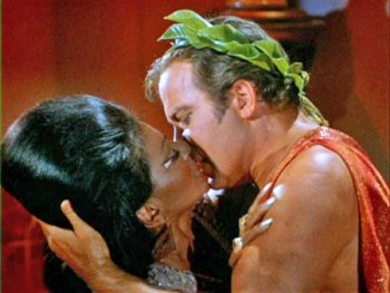 startrek-interracial-kiss.jpg